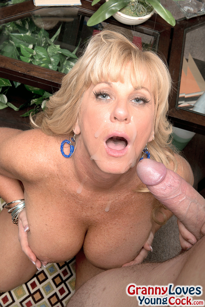 Mom Loves Sucking My Cock