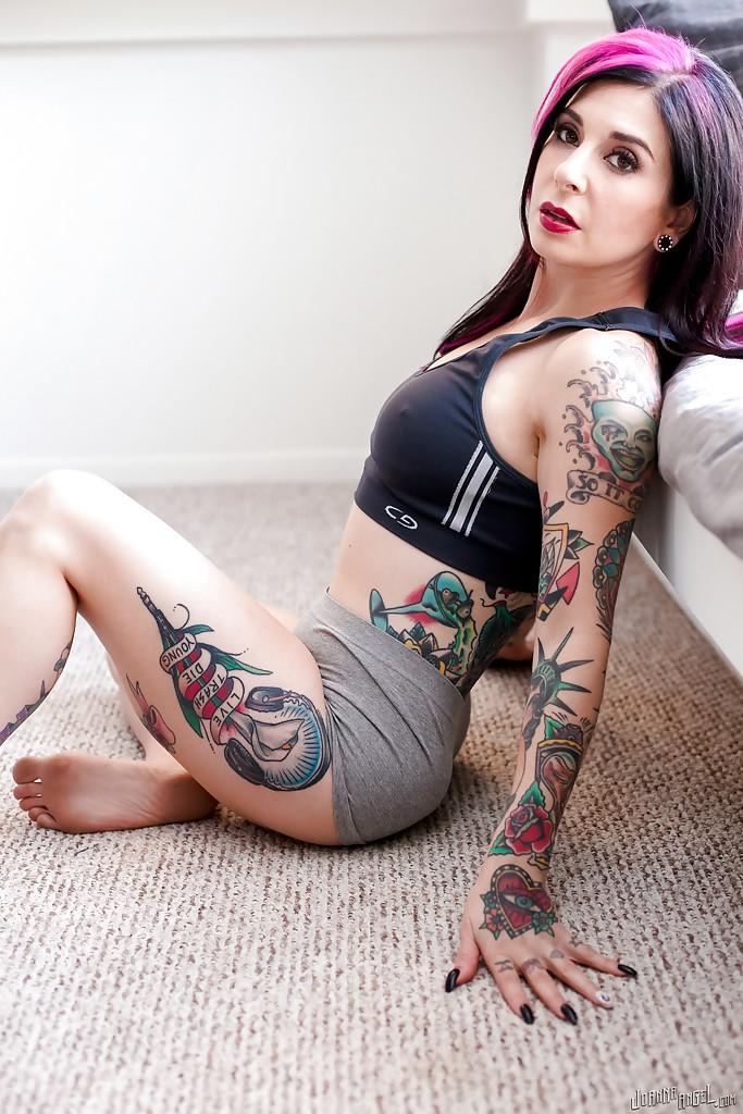 Petite Tattoo Brunette Amateur