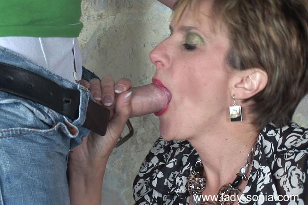 Hd Older Woman Masturbation