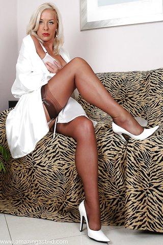 mature stockings masturbation
