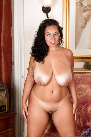 british brunette chubby mom