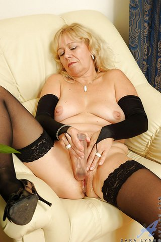 czech penetrating lingerie mom