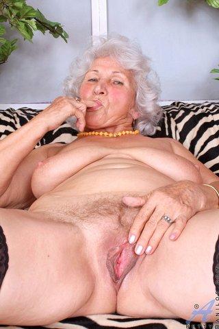blonde fat mom