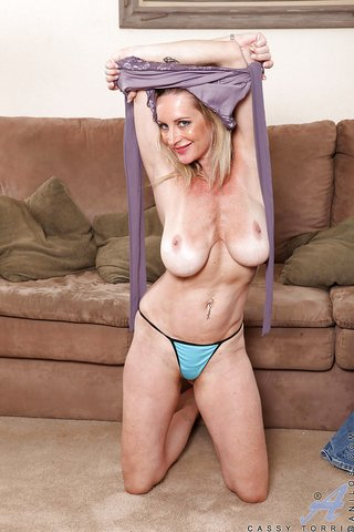 american stunning busty mom