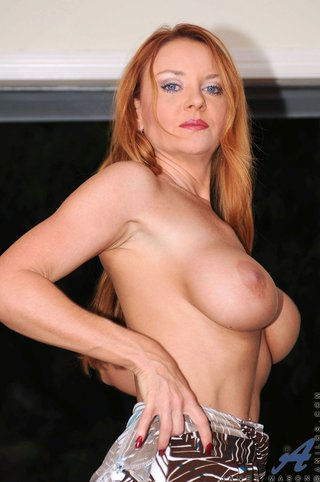 american naked redhead mom