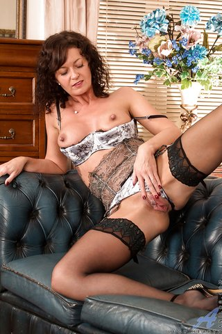russian hot brunette mom