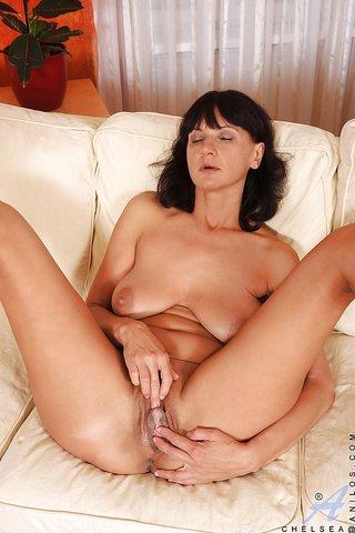 saggy big ass mom