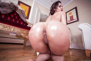 spaniard wet ass booty