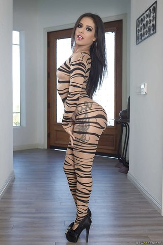 american topless booty latina
