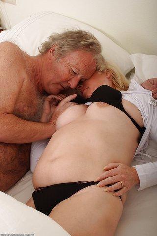 naked amateur mature bbw