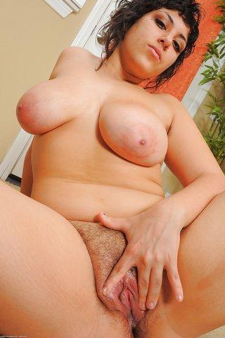 thick amateur brunette blowjob