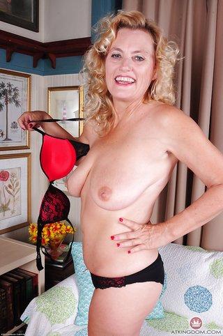saggy tits aunt