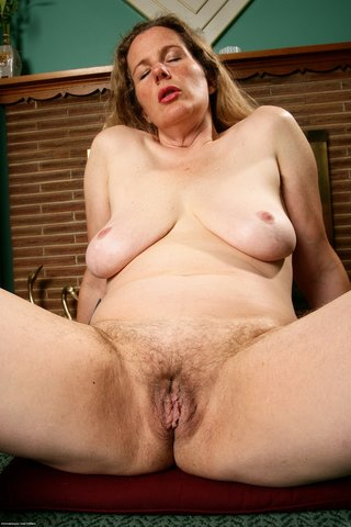 naked mature hairy snatch