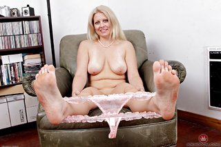 american mature pretty feet
