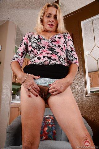big butt flash skirt