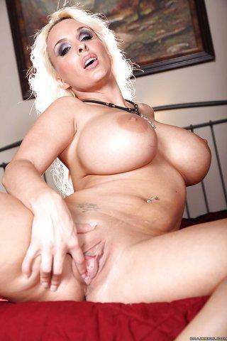 model blonde milf big