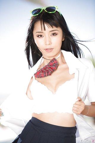 pretty japanese schoolgirl upskirt