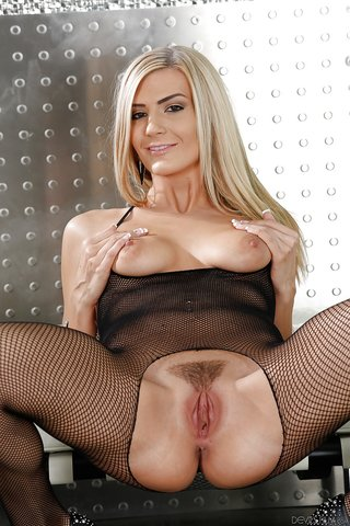 american unshaved hot babe