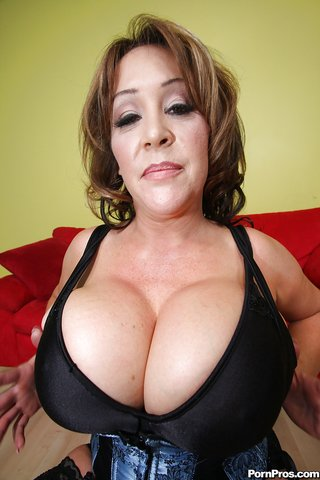 busty giant tits mom