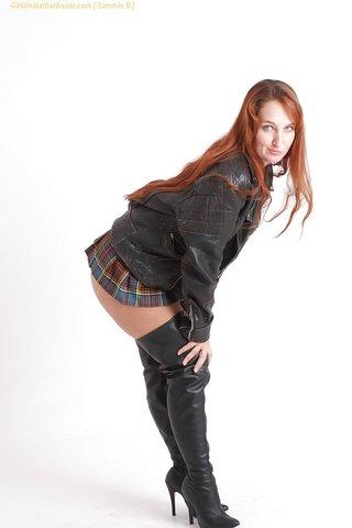 pretty thick redhead
