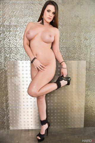 sexy brunette thick ass
