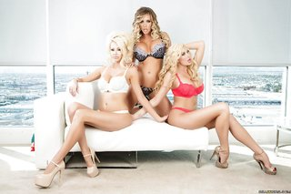tight blonde lesbian threesome