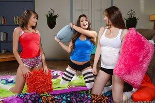 tight lesbian sisters