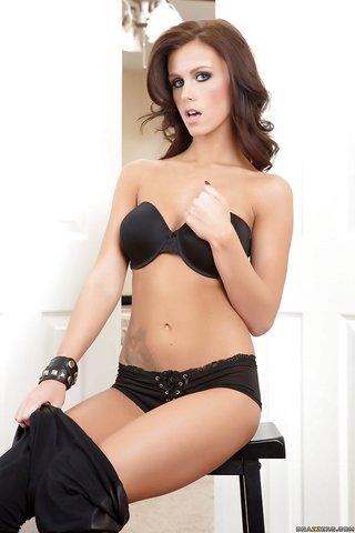 model sexy lingerie lesbians