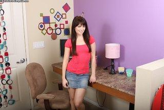 dark haired amateur teen