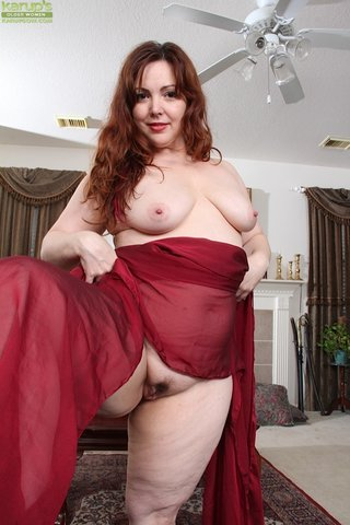 british saggy mom redhead