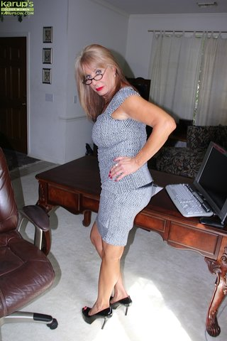 american beautiful horny mom