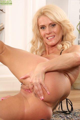 hungarian hot mom