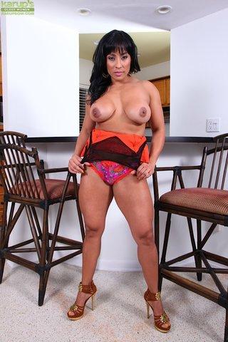 latina hot mature mom