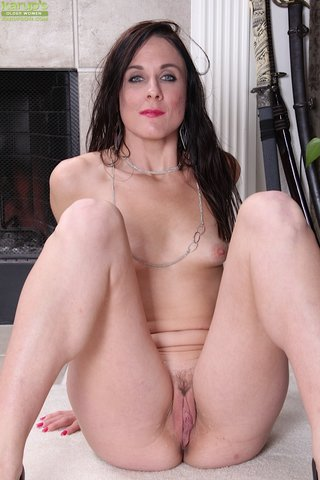 mature sexy brunette housewife