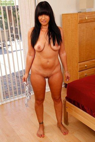 beautiful thick latina milf