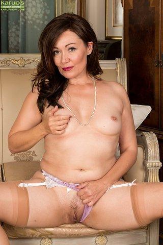 british amateur housewife