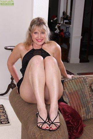 mature amateur blonde wife