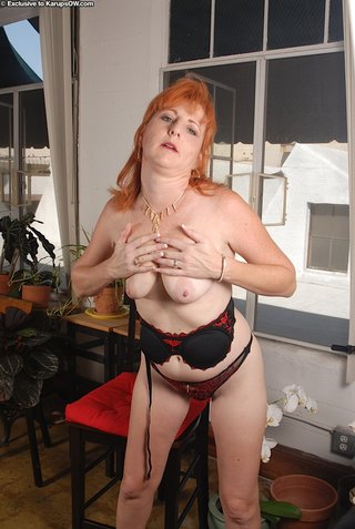 pretty mature mom redhead