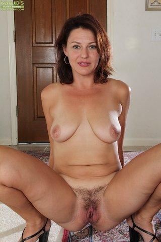 amazing hot brunette mom