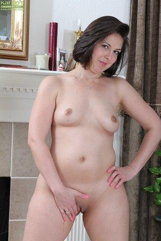 dark haired chubby mom