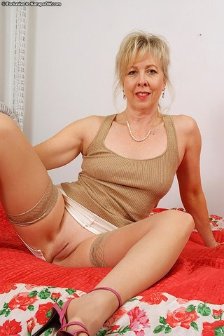 dirty blonde mom