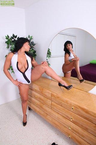 latina housewife