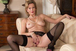 british amateur blonde mom