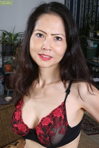 asian amateur brunette mom