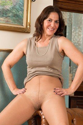 model amateur brunette mom