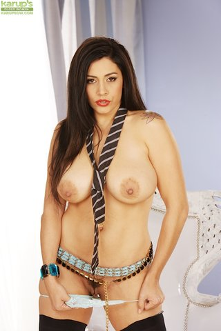 natural tits sexy brunette