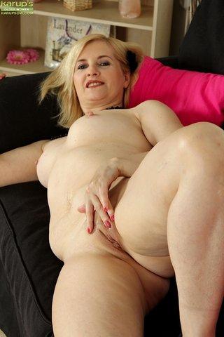hungarian hot busty mom