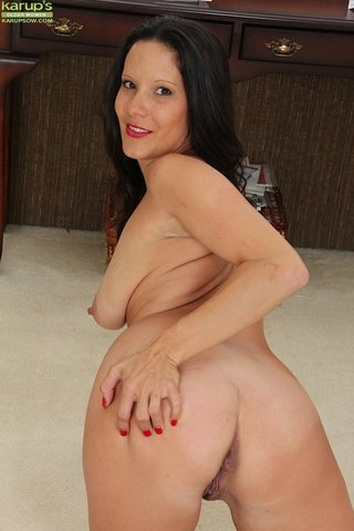 natural boobs latina mom