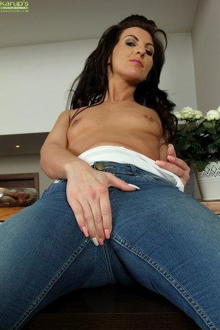 sexy ass mature woman