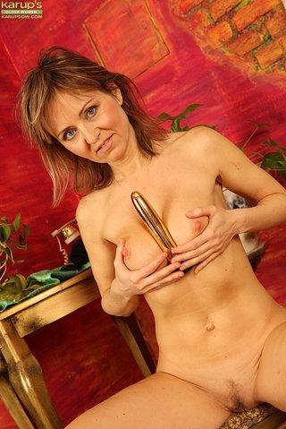 nude hairy pussy masturbation